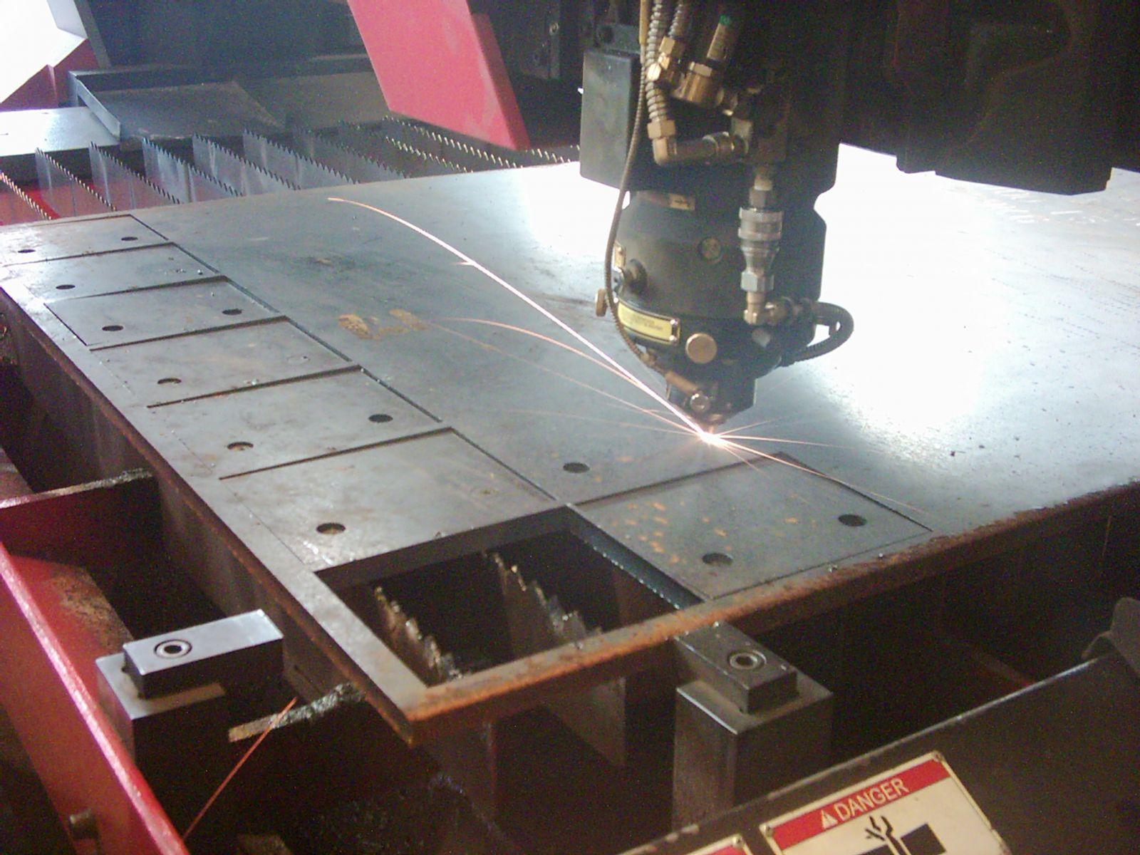 Amada FO-3015 lézervágógép - Kalfém Kft.